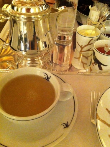 teatime, paris, goûter, cedric grolet, meurice, dali, paris, noisette, citron, doggy bag