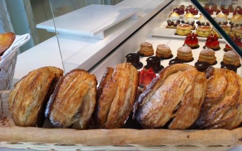 thoumieux, gâteaux, éclair, tarte aux fraises, chou chou, sarrasin, cerise, pistache, rue saint dominique, paris