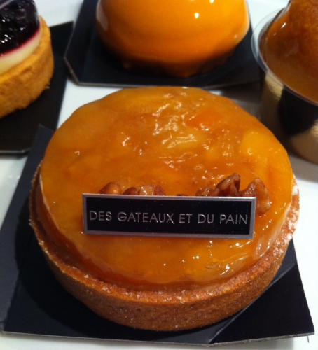 des gâteaux et du pain, claire damon, rue du bac, paris, tarte tatin, baba au rhum, myrtille, dome caramel beurre salé