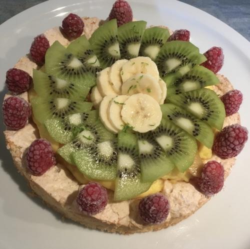 dacquoise, dacquoise aux amandes, crème pâtissière, fou de pâtisserie, kiwi, framboise, banane citron vert